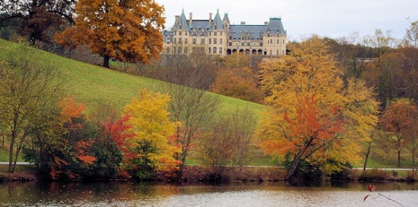 Biltmore-House-Fall-Foliage-600x297