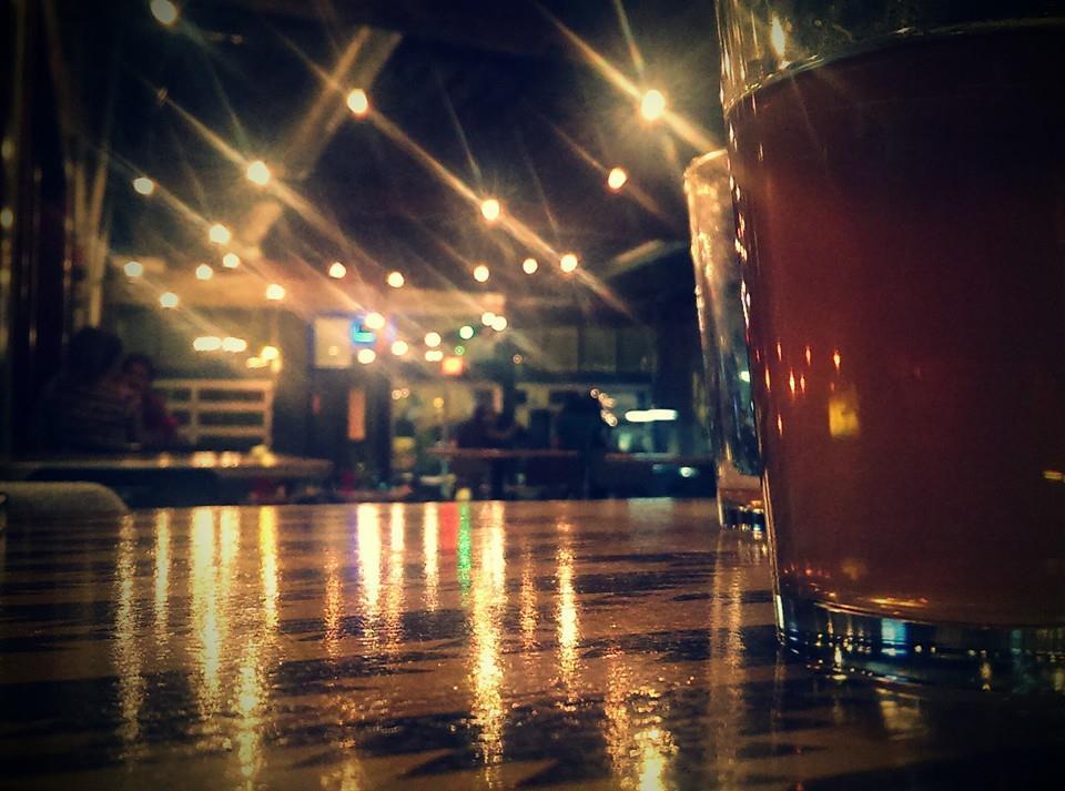 beer-at-bar